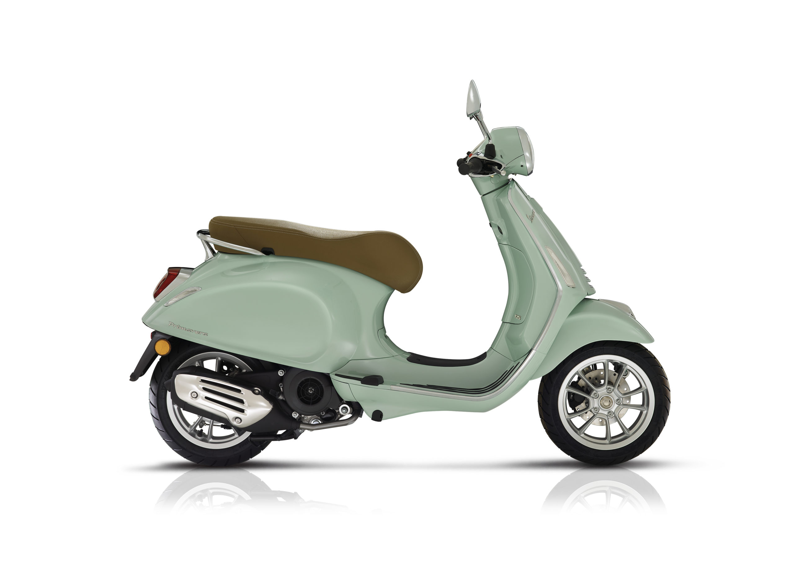 Vespa primavera 125 white front scaled