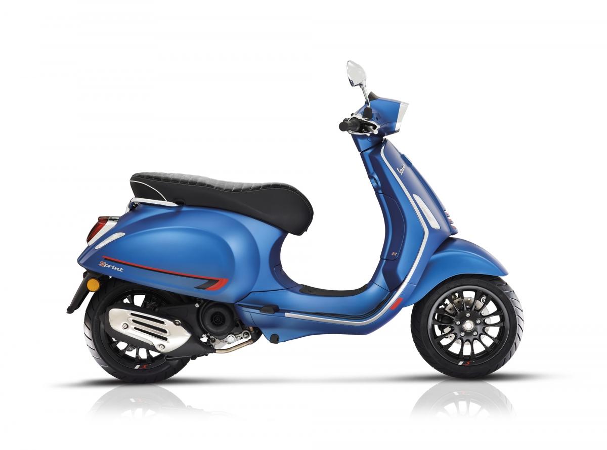 Vespa Sprint S blu opaca latdx Maggio19 bianco